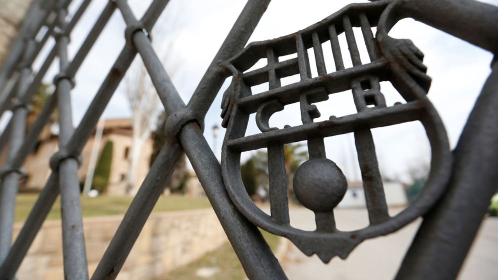 Foto: Una de las puertas de entrada a La Masía (Reuters)