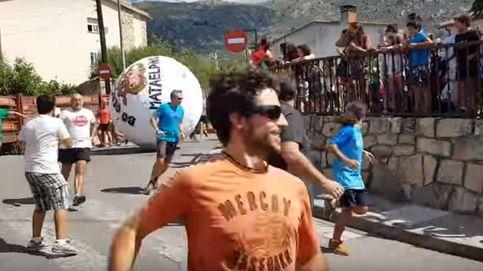 Dos heridos, uno en la UCI, por el encierro con una bola gigante en Mataelpino (Madrid)