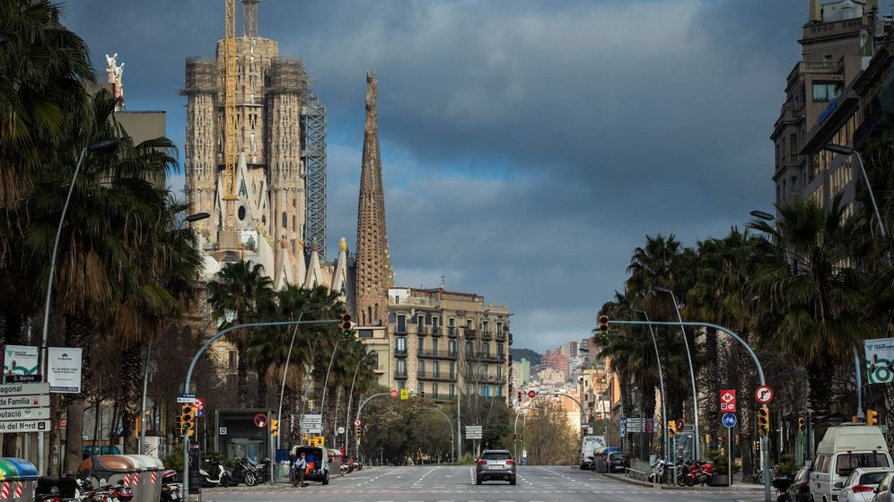 Foto: Calles desiertas en Barcelona. (EFE)