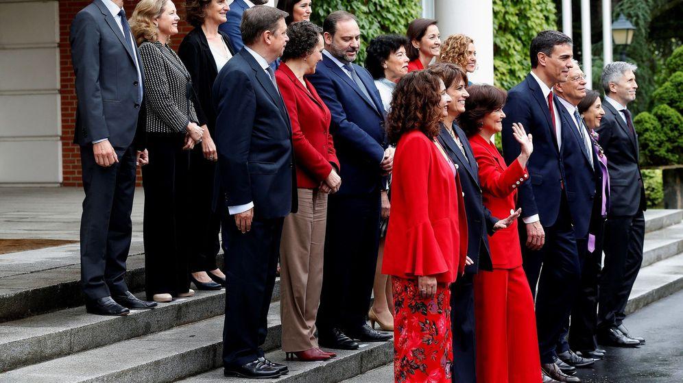 Foto: Foto de familia tras el primer Consejo de Ministros. (EFE)
