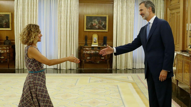 El Rey se ve con la presidenta del Congreso. (EFE)