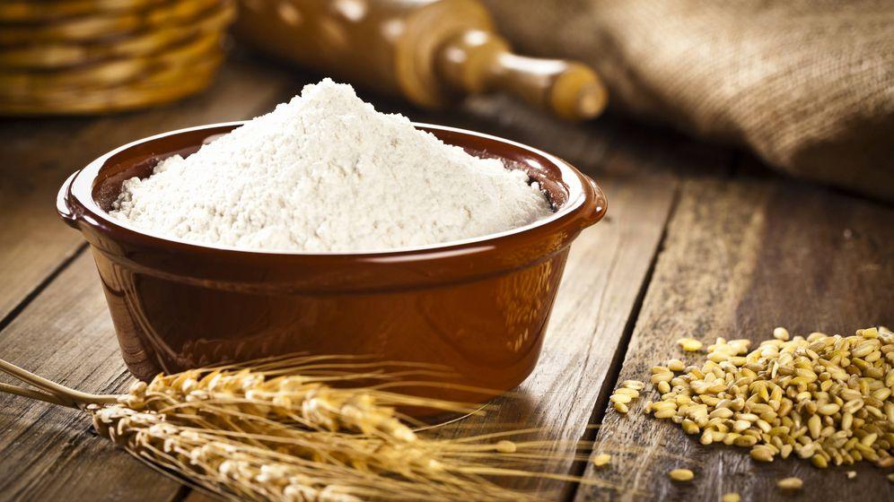 Foto: Un bol lleno de harina de trigo refinada. iStock
