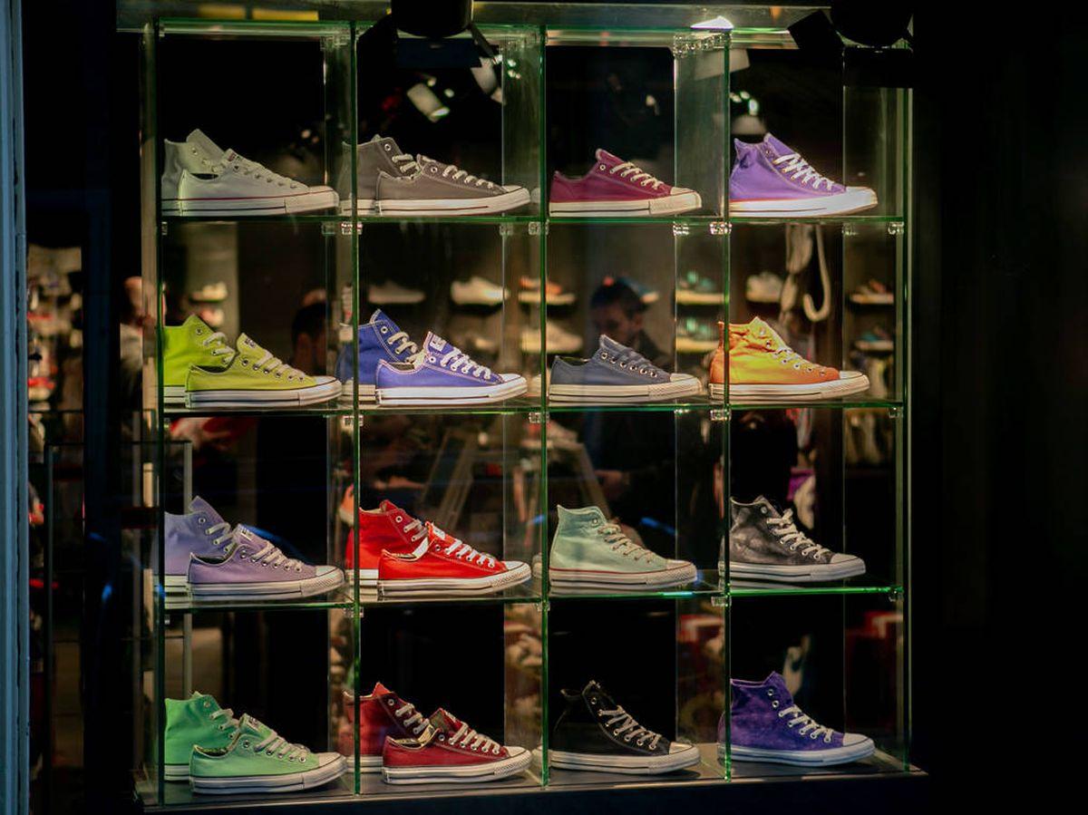 Foto: Organizadores de zapatos que te ayudarán con el almacenaje de tu casa (Amit Lahav para Unsplash)
