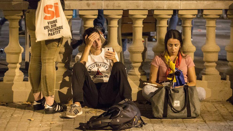 Decepción y alivio: así se vivió en Cataluña la noche más tensa del 'procés'