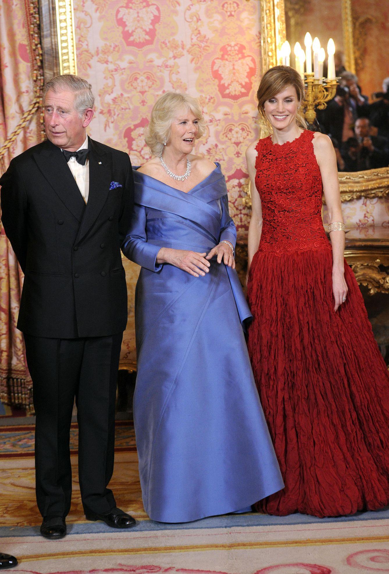 De Amantes Ocultos A Matrimonio Real Los 10 Anos Del Principe Carlos Y Camila Parker Bowles