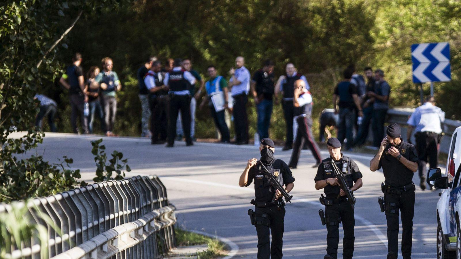 Foto: El autor del atentado de Barcelona fallece abatido por los Mossos en Subirats, entre viñedos. (EFE)
