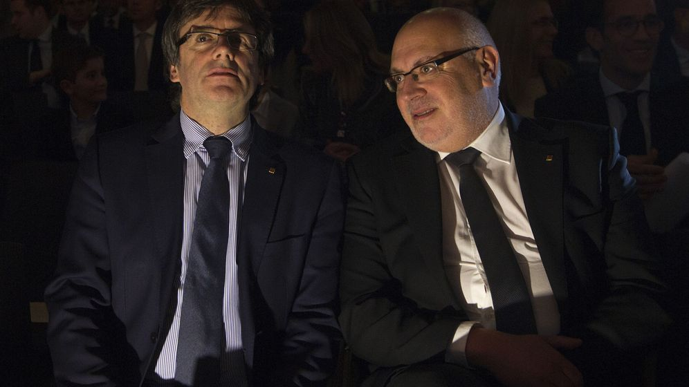 Foto:  El presidente de la Generalitat, Carles Puigdemont (i), junto al conseller de Empresa, Jordi Baiget (d). (EFE)