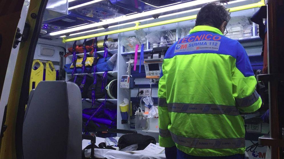 Foto: Imagen de uno de los sanitarios que se trasladó hasta el lugar en el que fue asesinada la menor, en Tetuán