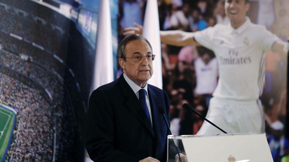 Foto: El presidente del Real Madrid, Florentino Pérez, durante el acto de la firma de renovación de contrato del delantero portugués Cristiano Ronaldo. (EFE)
