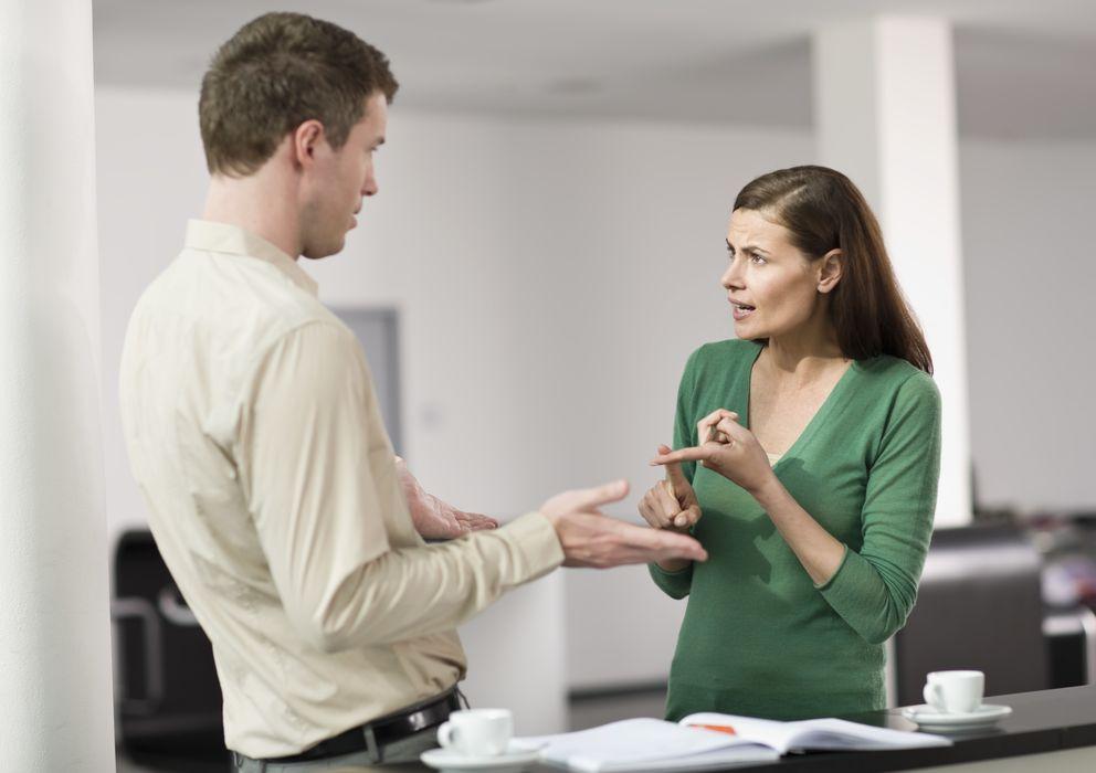 Foto: Muchas conversaciones acaban en bronca por no saber discutir de forma objetiva. (Corbis)