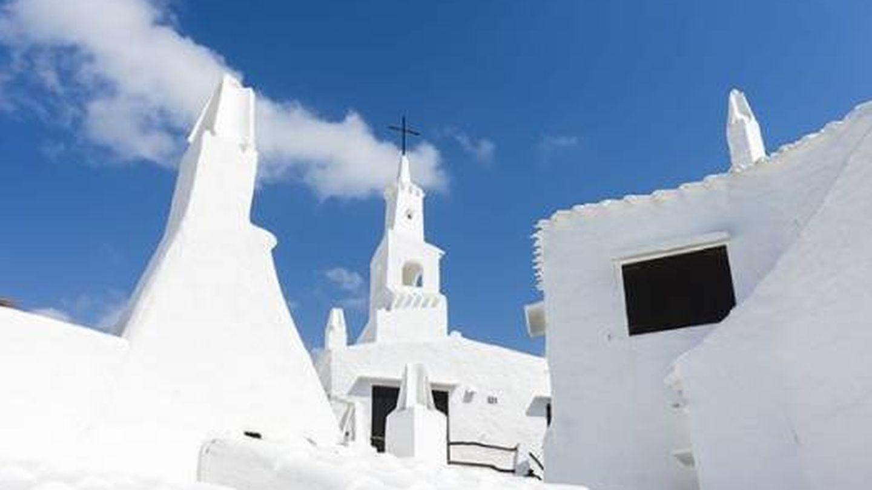 Binibeca Vell es tan blanco (y bello) que no se puede aguantar. (Foto: Turismo Menorca)