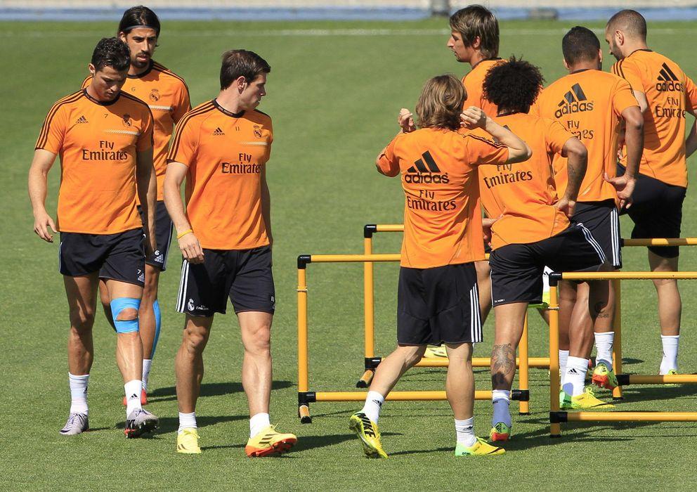 Foto: Los jugadores del Real Madrid durante un entrenamiento en Valdebebas.