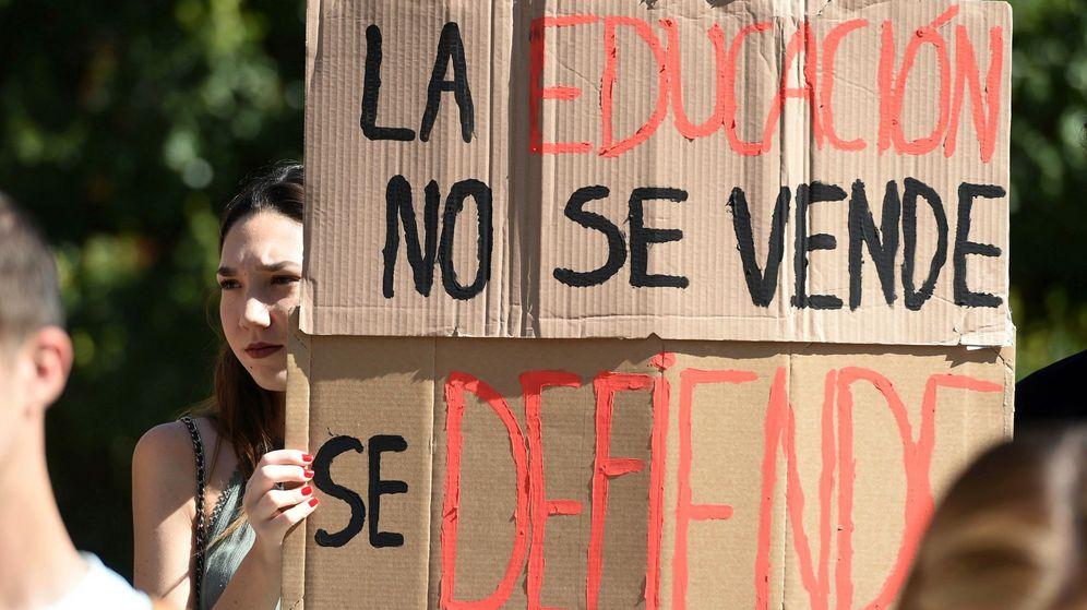 Foto: Estudiantes del campus de Vicálvaro de la Universidad Rey Juan Carlos, epicentro del caso Máster. (EFE)