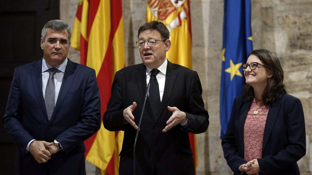 Foto: El president del Gobierno valenciano, Ximo Puig, la vicepresidenta y consellera de Igualdad, Mònica Oltra, y el presidente de Baleària, Adolfo Utor. (EFE)
