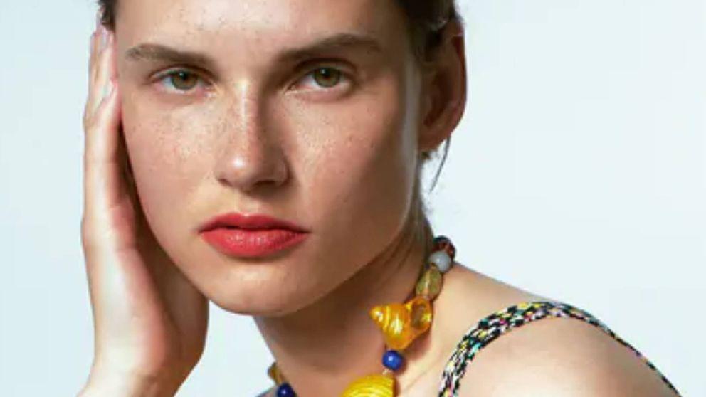Un verano diferente se merece este conjunto de pendientes y collar de Zara