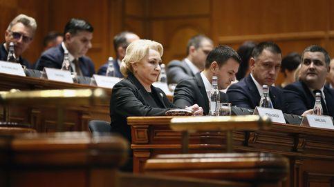 Una moción de censura tumba al gobierno socialista en Rumanía