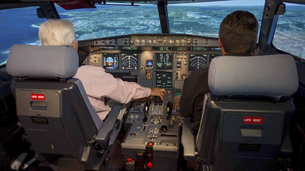 Foto: Cabina de un simulador de un A320. (EFE)
