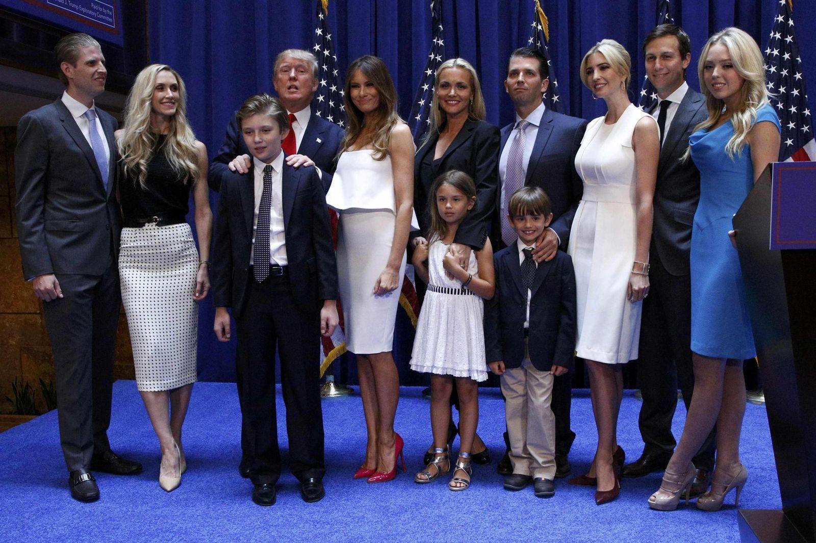 Foto: La familia Trump al completo tras el discurso de inicio de campaña del magnate norteamericano (Reuters)