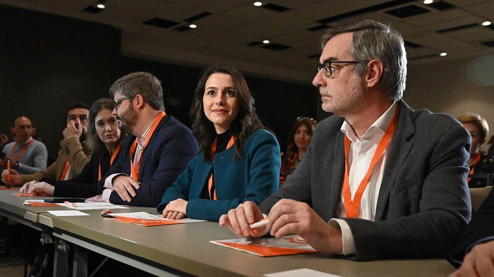 Foto: La portavoz de Ciudadanos en el Congreso, Inés Arrimadas, junto al secretario general, José Manuel Villegas, en el consejo general del pasado 30 de noviembre. (EFE)