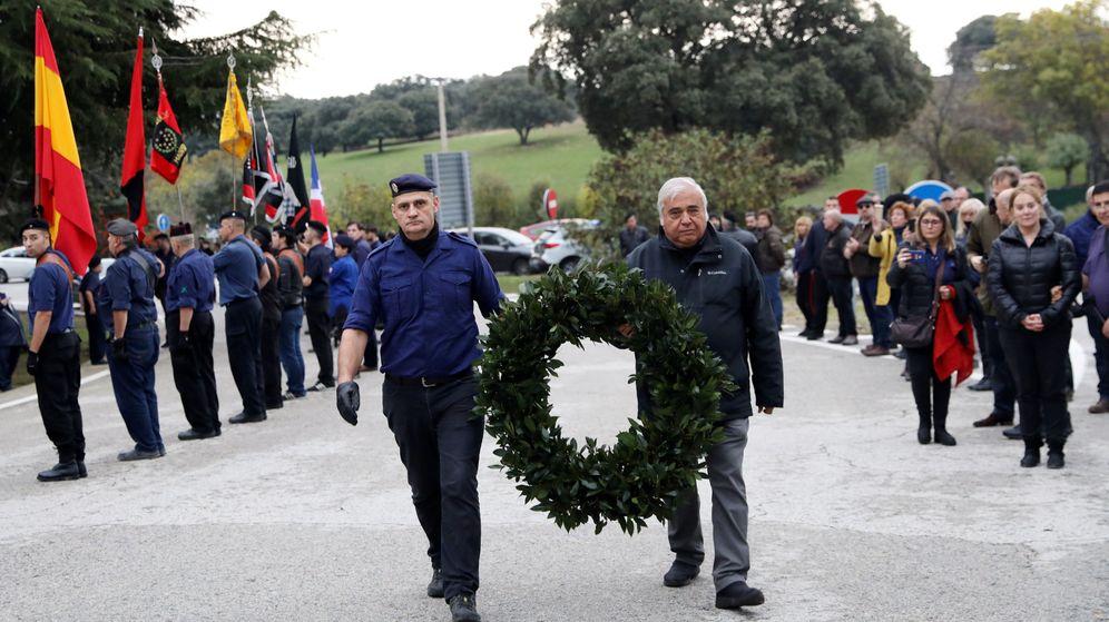 Foto: Seguidores de La Falangue en el homenaje del 82º aniversario de la muerte de Jose Antonio Primo de Rivera. (Reuters)