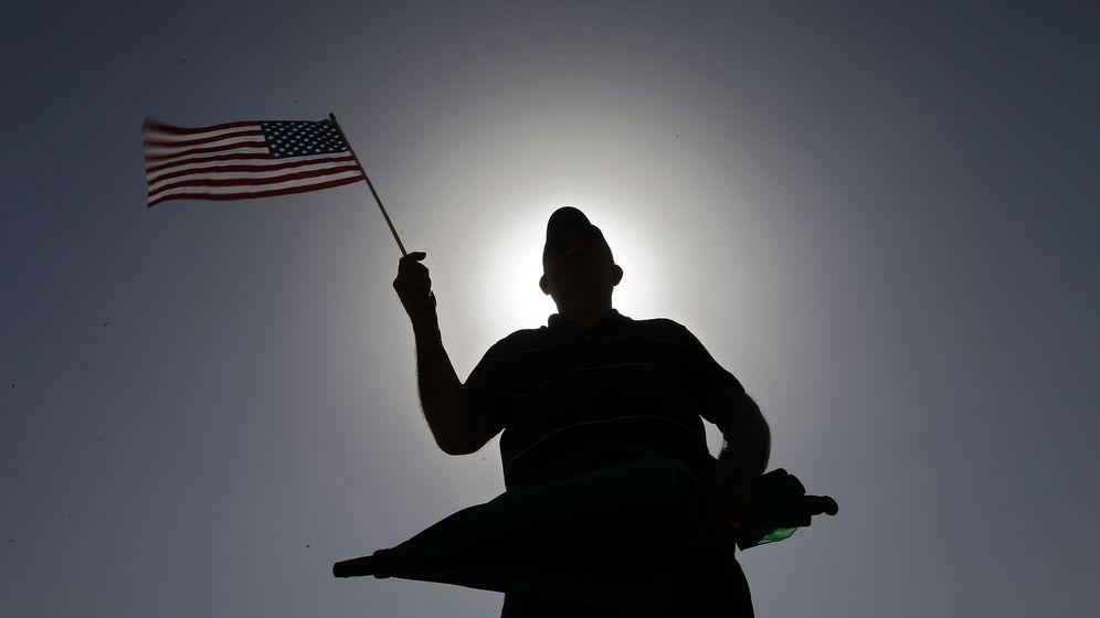 Foto: Manifestante en las oficinas de una patrulla fronteriza en EEUU. (Reuters)