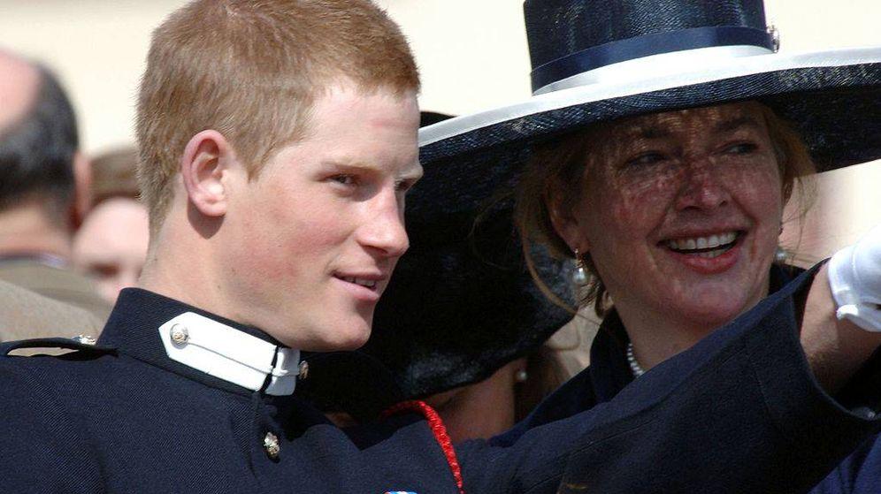 Foto: El príncipe Harry junto a su exniñera, Tiggy, en una imagen de archivo. (Getty)