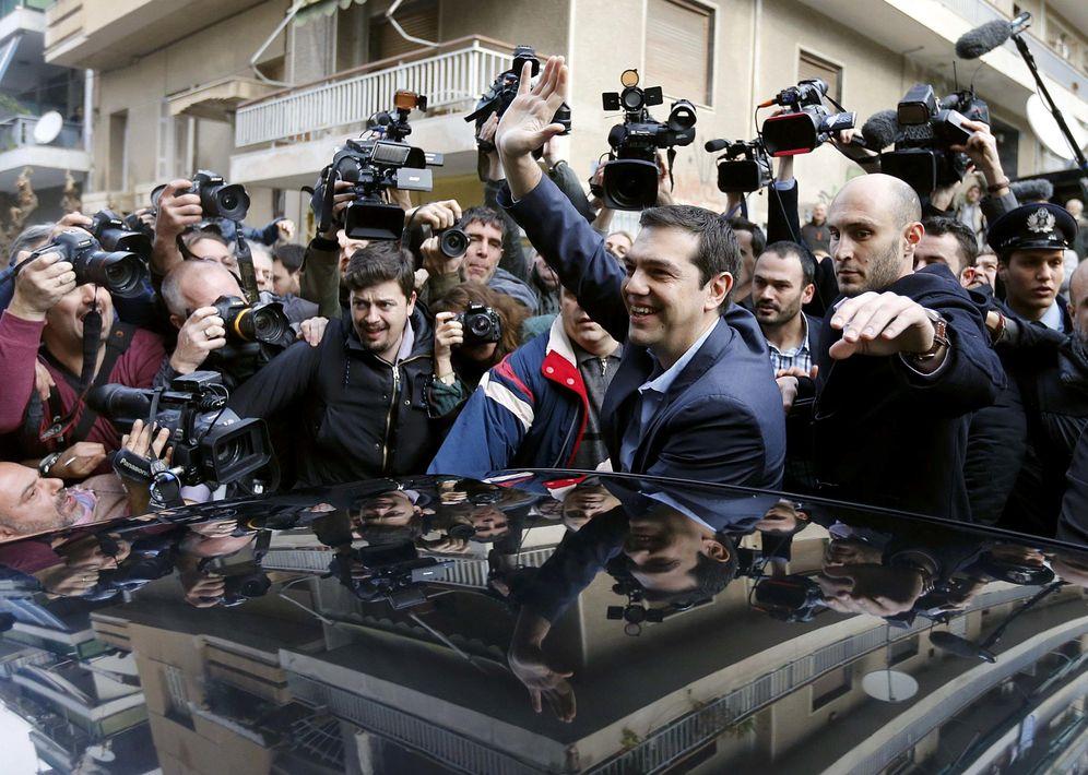 Foto: El primer ministro griego, Alexis Tsipras, a su llegada a un colegio electoral en Atenas, el 25 de enero de 2015. (Reuters)