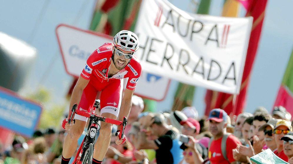 Foto: Jesús Herrada, con el maillot de líder de la Vuelta en 2018. (EFE)