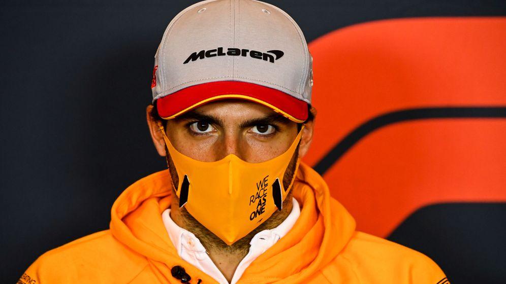 Foto: Carlos Sainz, en la rueda de prensa oficial del GP Emilia Romagna (REUTERS)
