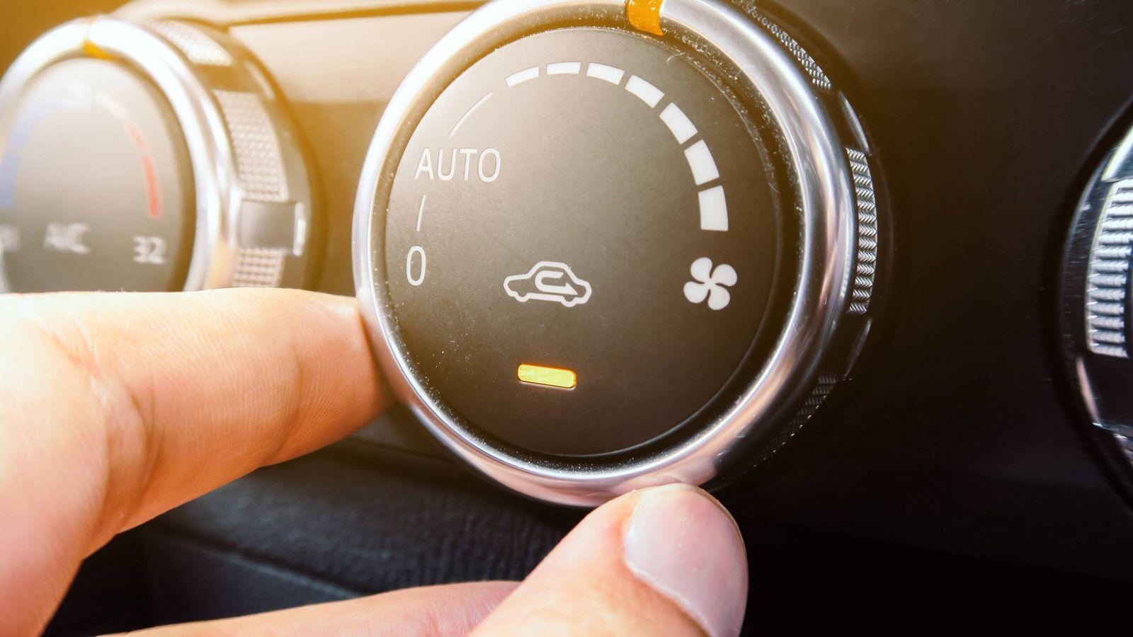 Se puede usar el aire acondicionado con el auto parado