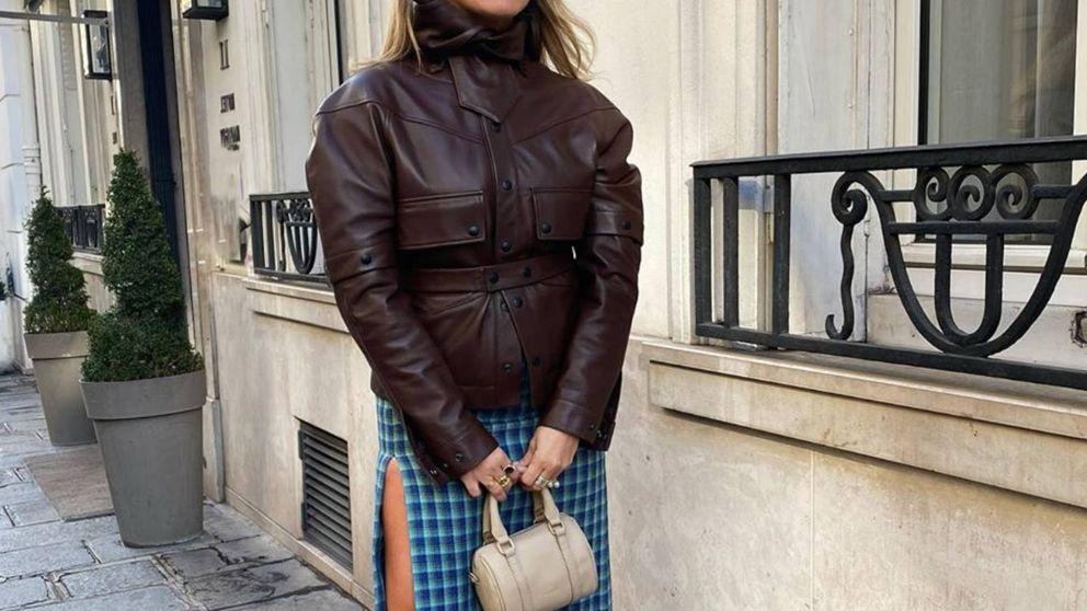Las faldas con aberturas siguen siendo un acierto y en el street style se llevan así