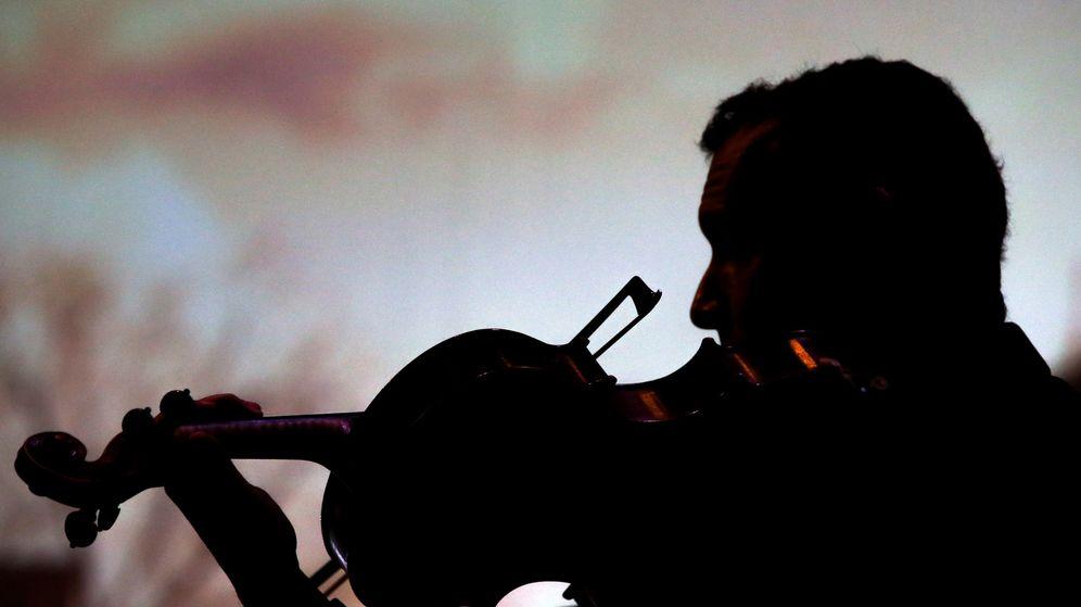 Foto: Un músico pierde su violín de 300.000 euros tras dejárselo olvidado dentro del tren. (Reuters)