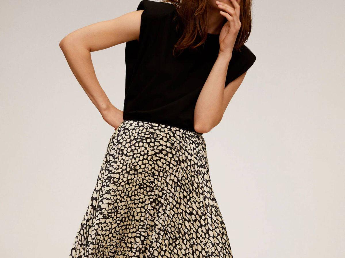 Foto: La falda midi de Mango Outlet para looks infinitos. (Cortesía)