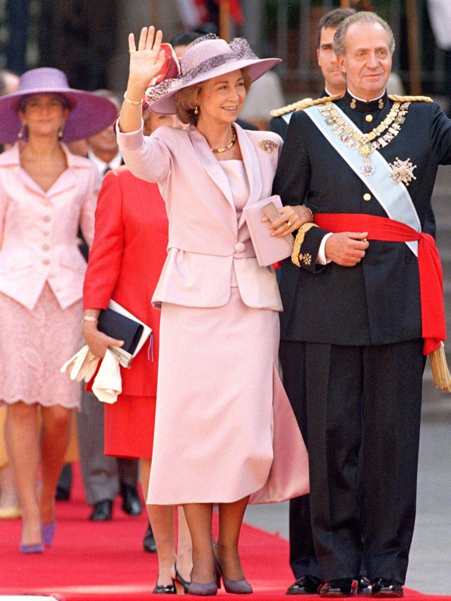 La reina Sofía y la infanta Elena, de rosa. (Getty)