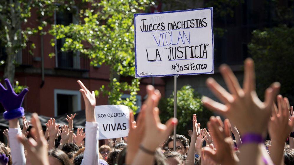 Foto: Concentración feminista contra el fallo judicial de La Manada en la Puerta del Sol este jueves. (EFE)