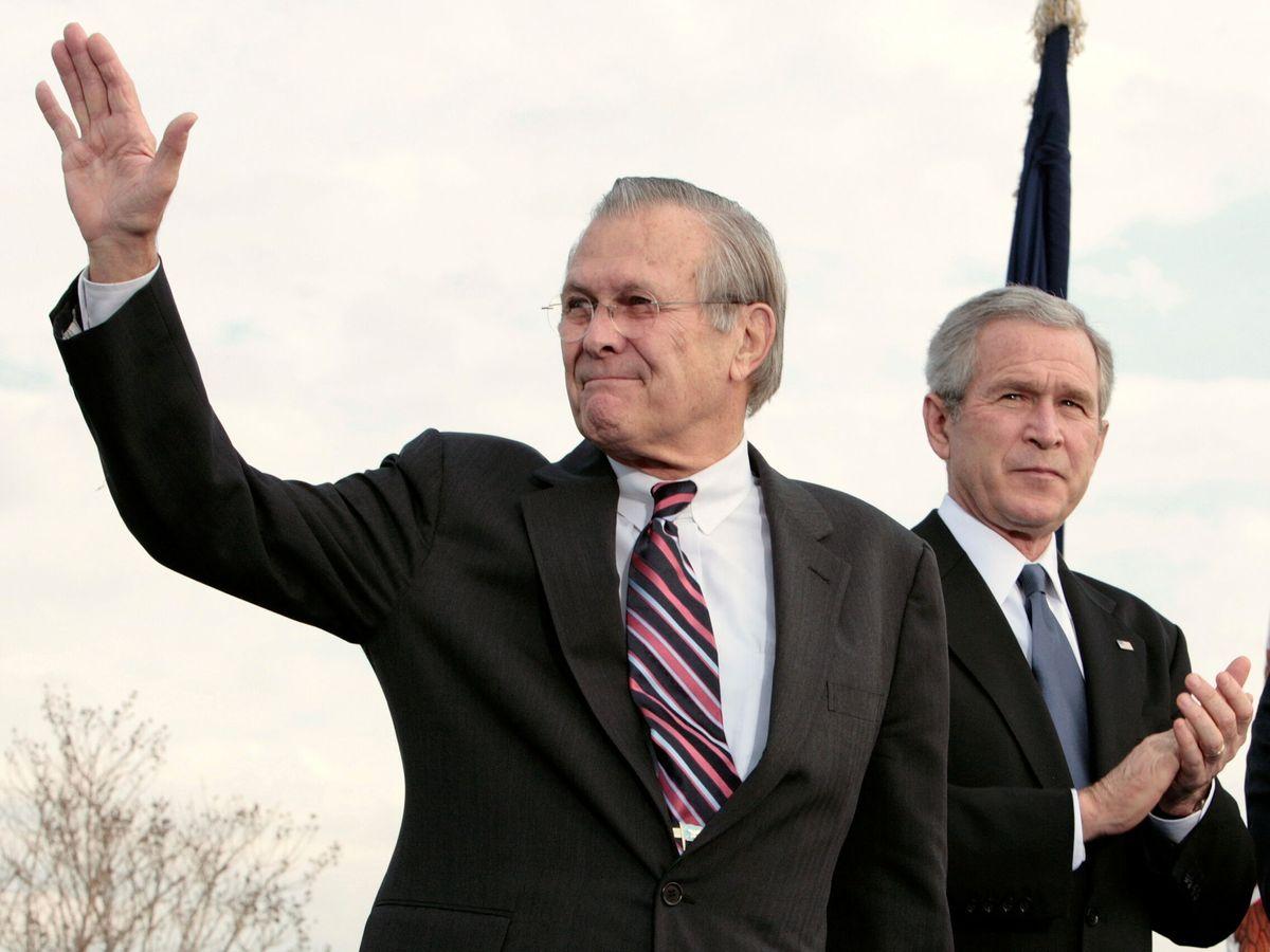Foto: Foto de archivo de Rumsfeld junto a Bush en 2006. (Reuters)
