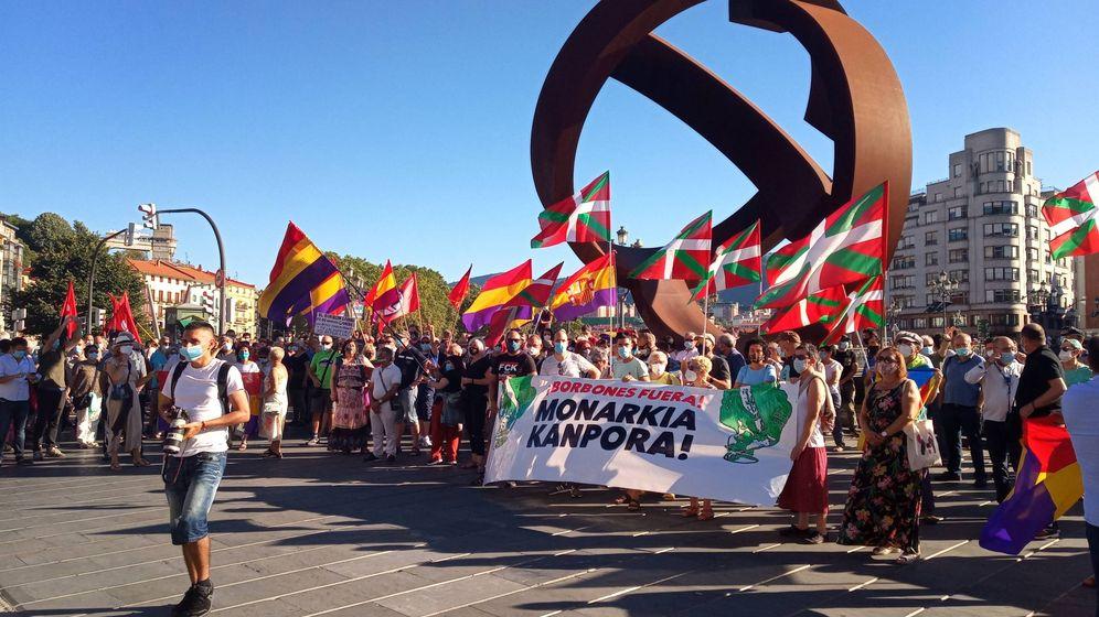 Foto: Republicanos e independentistas piden en Bilbao el fin de la monarquía. (Europa PRess)