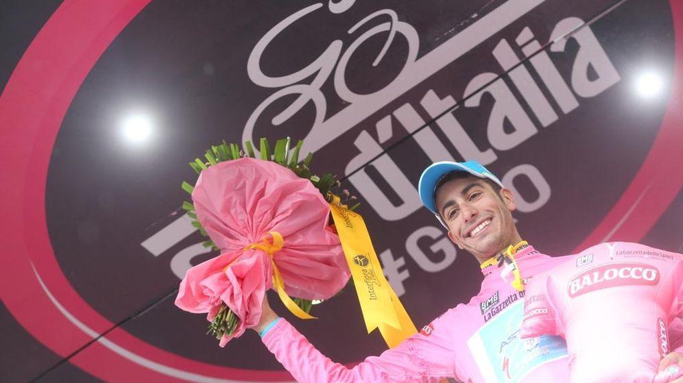 Foto: Contador se vuelve a caer en la llegada a Jesolo y cede la 'maglia rosa' a Fabio Aru