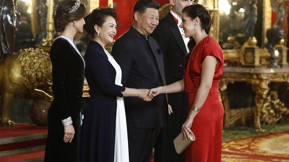 Foto: Carolina Marín saluda a la primera dama china en el Palacio Real. (EFE)