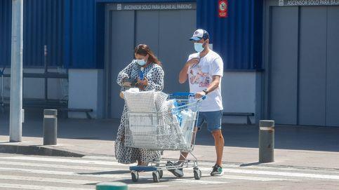 Las compras en Ikea Paula Echevarría, con vestido de tendencia, y Miguel Torres