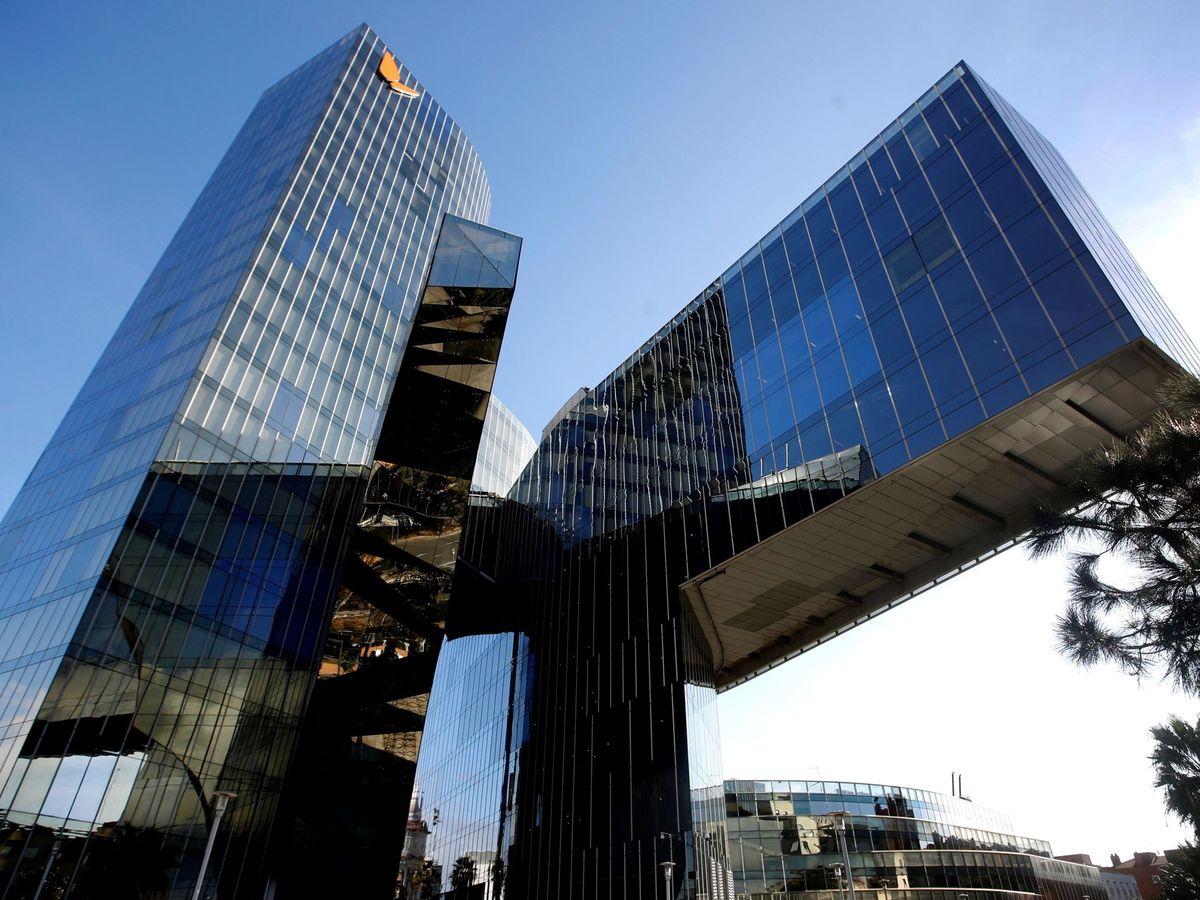 Foto: Vista de la sede operativa del grupo energético Naturgy en Barcelona. (EFE)