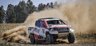 Post de Un vuelco, un pájaro... El accidentado debut de Fernando Alonso con el Toyota del Dakar