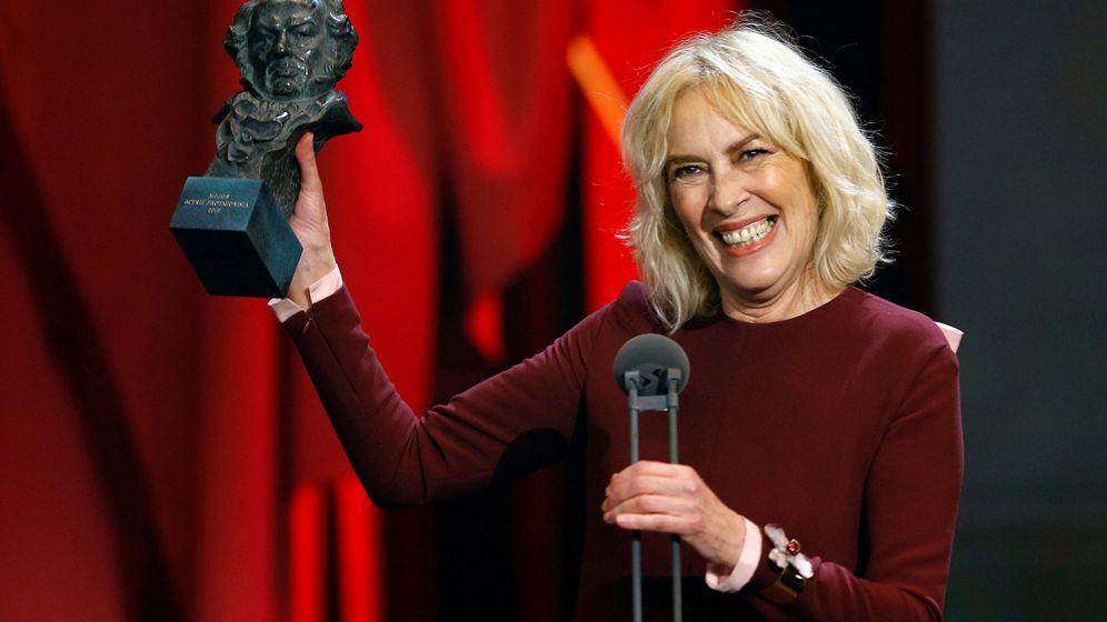Foto: Susi Sánchez recogiendo su premio por 'La enfermedad del domingo'. (Reuters)