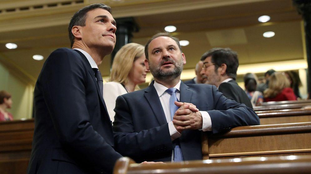 Foto: Pedro Sánchez y José Luis Ábalos, en el Congreso de los Diputados. (EFE)