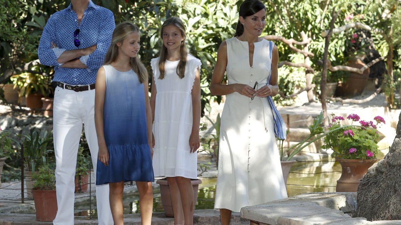 Los Reyes y sus hijas, en Mallorca el año pasado. (EFE)