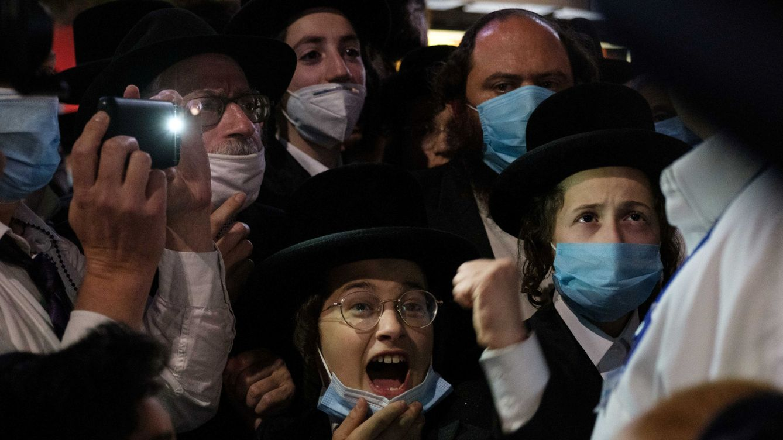 Los judíos ultraortodoxos protestan en Nueva York contra las restricciones al comercio