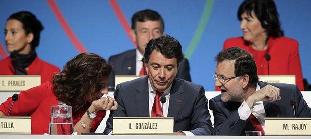 Foto: Ana Botella, Ignacio González y Mariano Rajoy, en la ceremonia de ayer. (EFE)