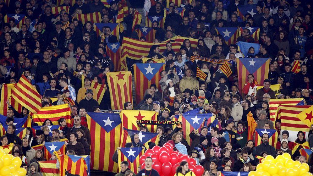 Foto: Las gradas del Camp Nou, donde la selección catalana de fútbol se enfrentó en partido amistoso a la selección de Argentina en diciembre de 2009. (EFE)