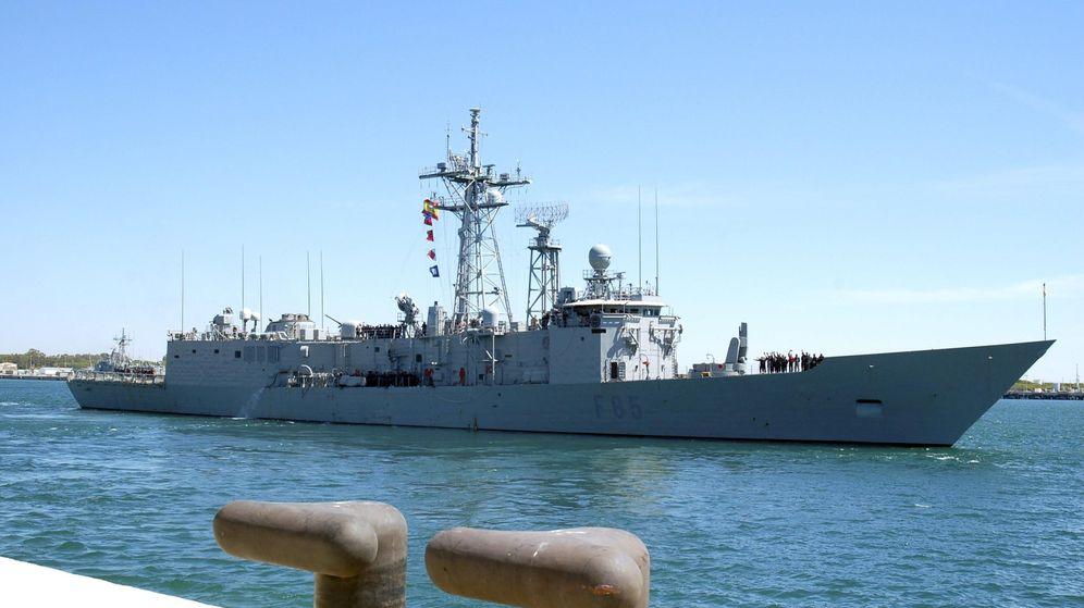 Foto: La fragata 'Navarra' después de zarpar de la Base Naval de Rota (Cádiz). (Fotografía cedida por el Ministerio de Defensa)