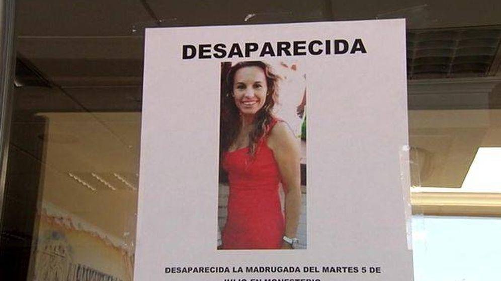 Foto: Fotografía de un cartel con la imagen de la desaparecida Manuela Chavero.